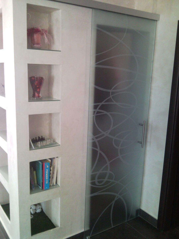Realizziamo porte e pareti divisorie in vetro monolitico temperato ...
